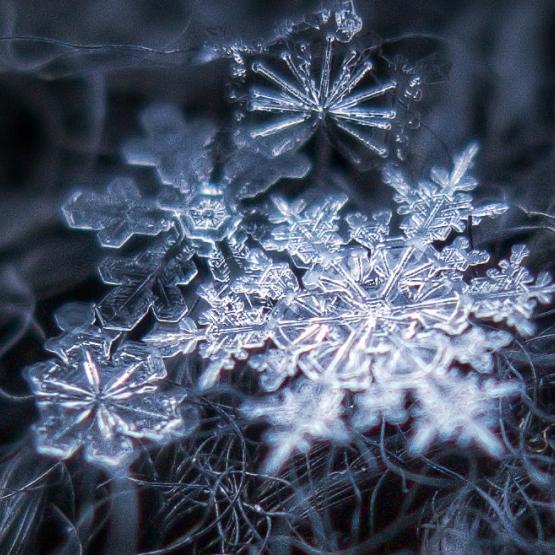 Χωράει το άπειρο σε μια χιονονιφάδα;